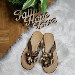 B.O.C. Born O Concept Flip Flop | Size 8M | Gold